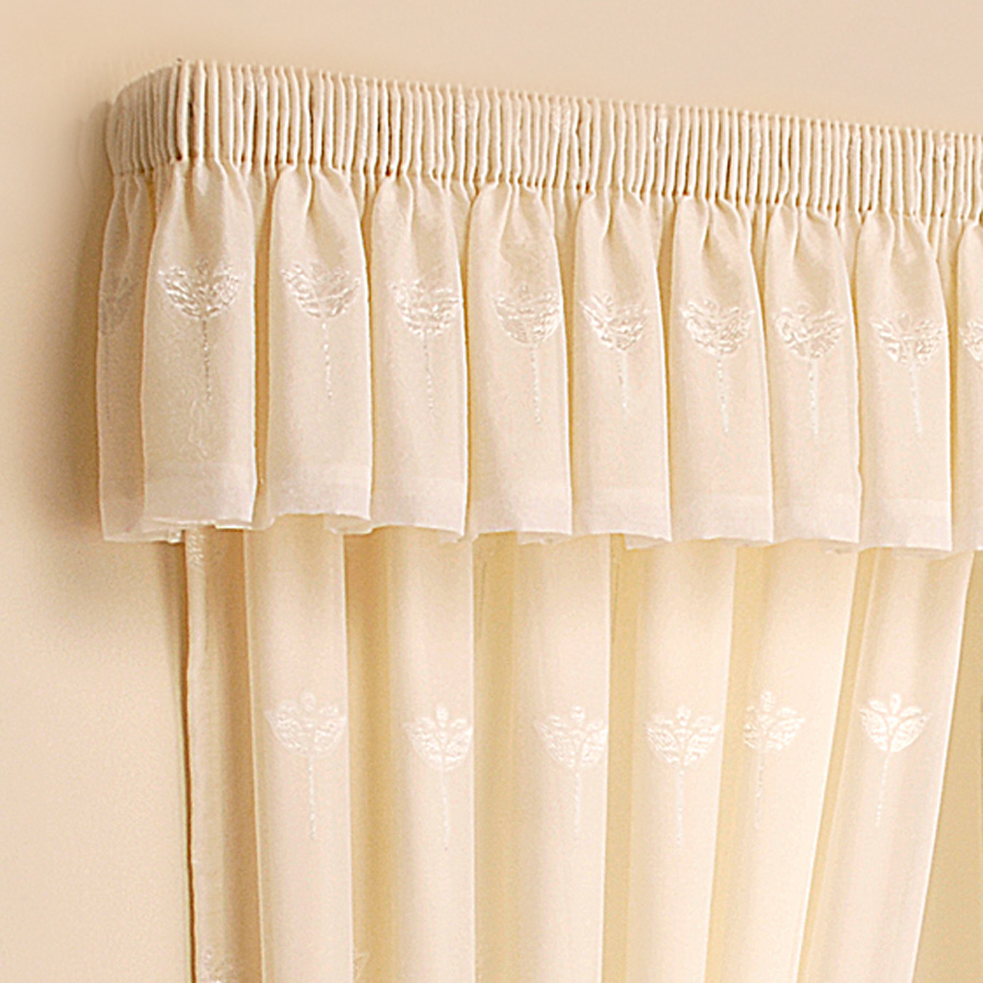 Gathered curtains - Coordinate Valances With Curtains Blinds Or Shades For Total D Cor Harmony They Can Be Headed With Any Of The Headings Used For Curtains To Create A Smart